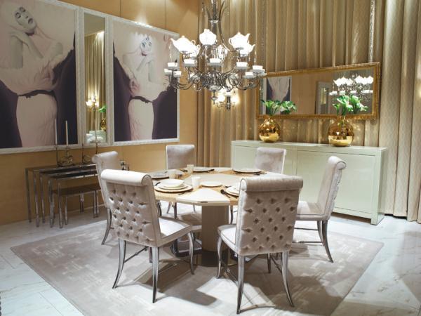 Nowoczesny stolik jadalny w kolorze kremowym z pikowanymi krzesłami  - aranżacja jadalni