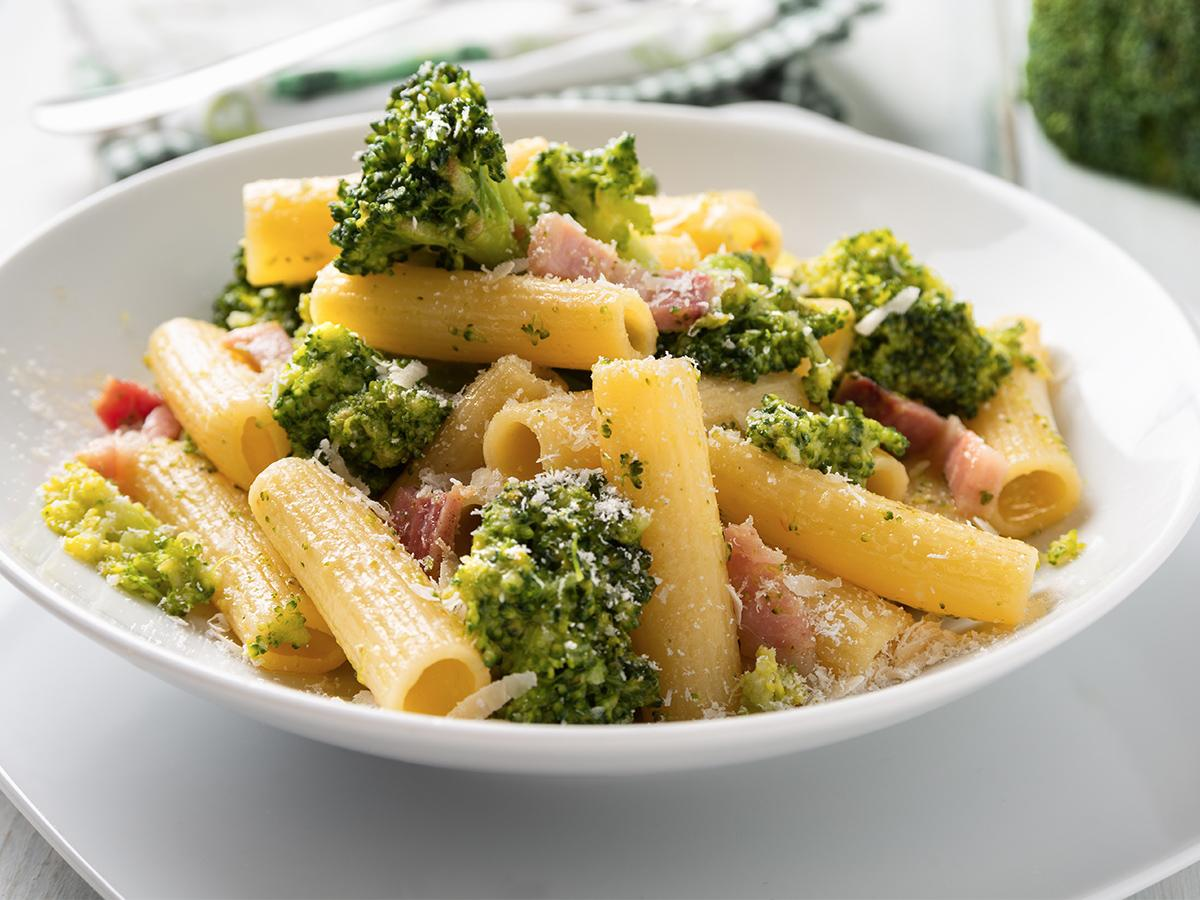 makaron z brokułami przepis