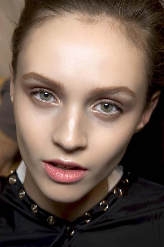 szminka, makijaż, morelowa, brzoskwiniowa, modny kolor, trendy, zima 2012