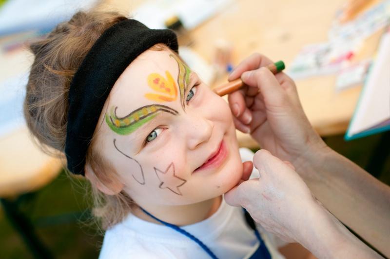 Malowanie twarzy dzieciom