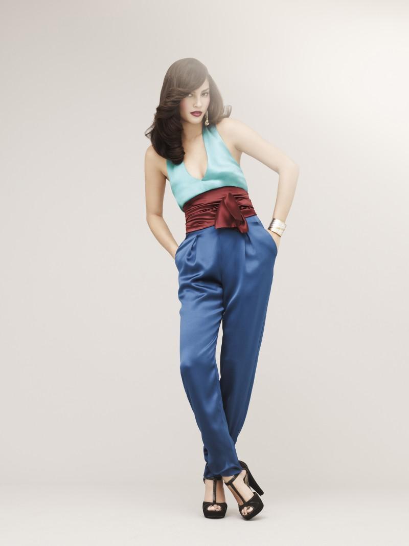 niebieskie spodnie Marks & Spencer - wiosna/lato 2011