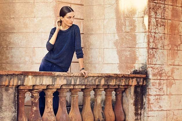 granatowy sweterek Massimo Dutti  - wiosenne trendy