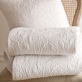 Stylowa wzorzysta narzuta w kolorze śnieżnej bieli -Zara Home