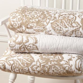 Stylowa narzuta w kolorze bieli we wzorki -Zara Home