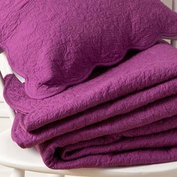 Modna narzuta w kolorze ciemnego różu -Zara Home