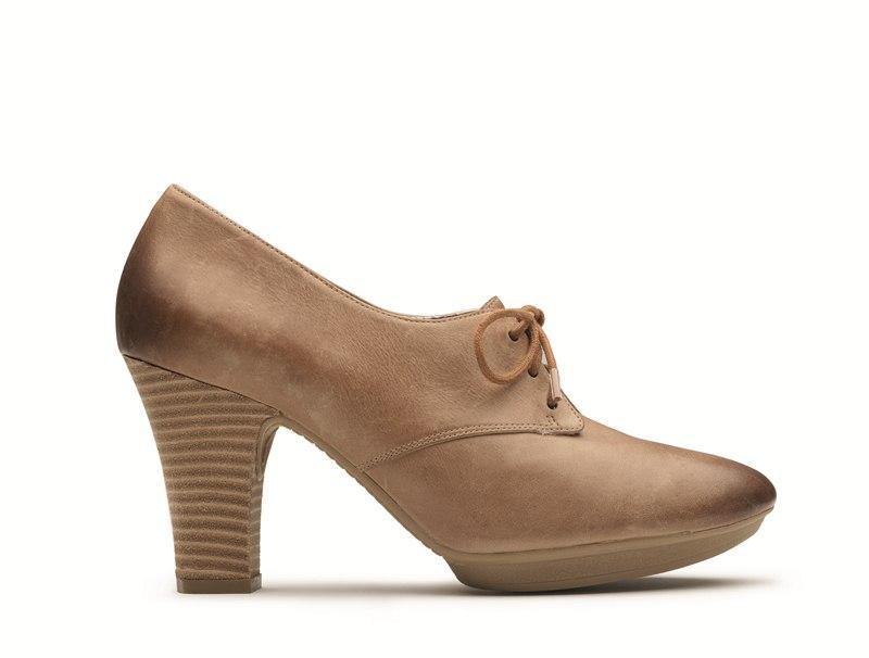 c6605724c6f7 Modne buty na obcasie marki Clarks - lato 2012 - Buty i torebki ...