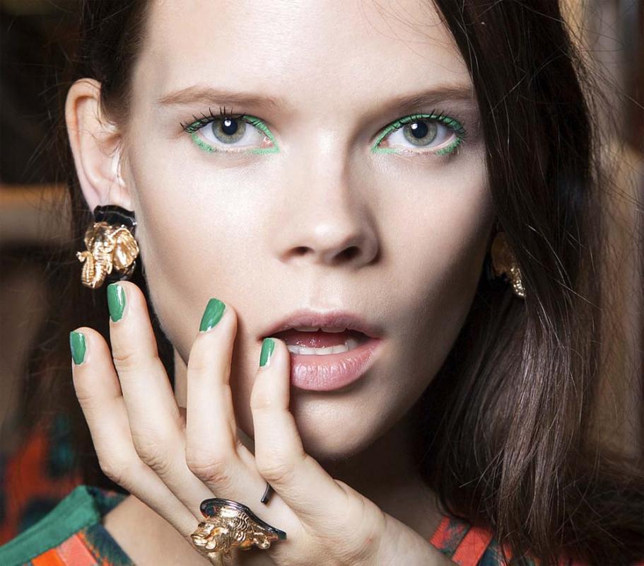 Modne kolory paznokci - wiosna 2013: Miedziany
