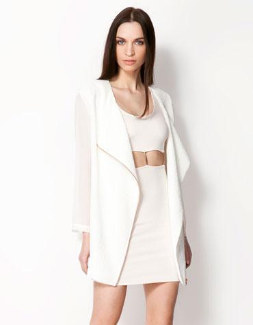 Modne kurtki i płaszcze - trendy z kolekcji wiosennych 2013