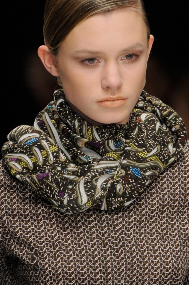Modne szaliki na jesień i zimę 2011