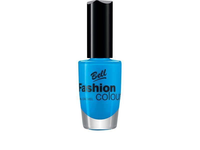 niebieski lakier do paznokci, manicure gwiazd, modne paznokcie, modny kolor lakieru do paznokci