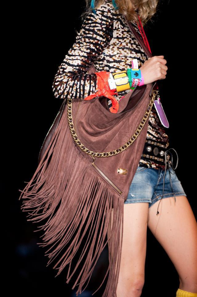 modne torby z frędzlami