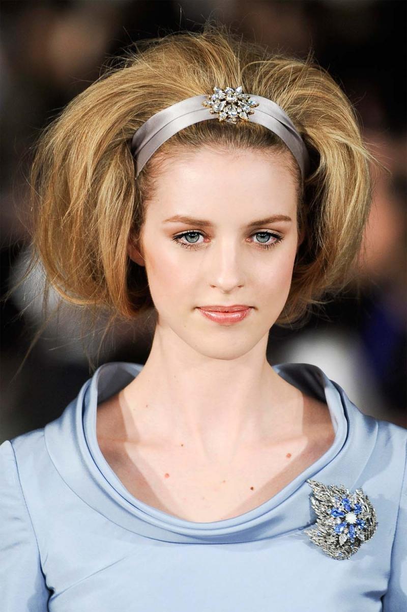 fryzura objętość, modna fryzura zima 2013, objętość włosy