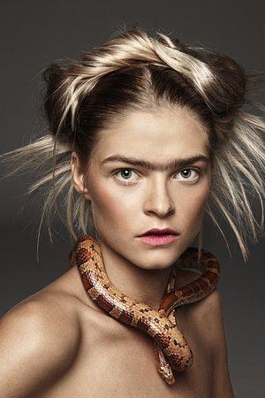 Nagie modelki i dzikie zwierzęta - galeria