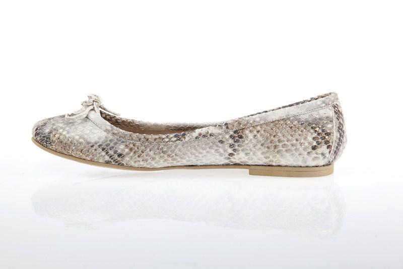 szare baleriny Prima Moda z wężowej skóry - trendy wiosna-lato