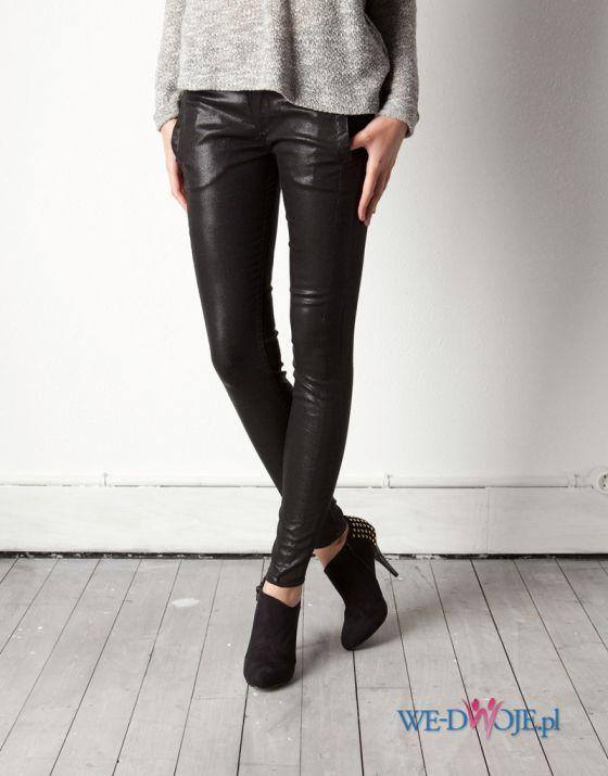 czarne spodnie Pull and Bear skórzane - z kolekcji wiosna-lato 2012