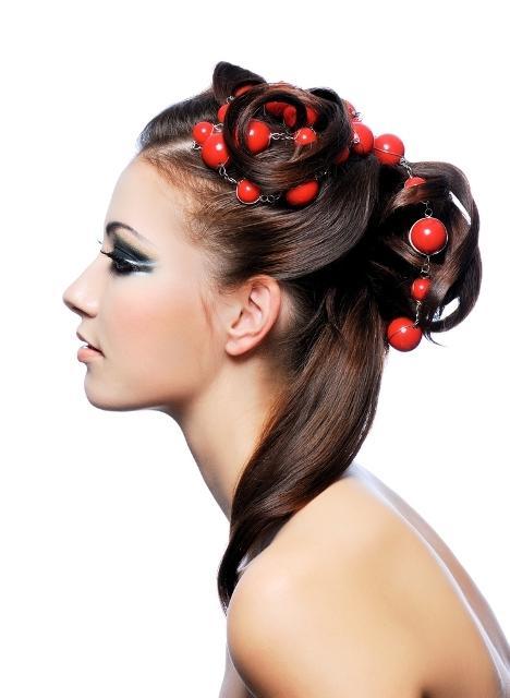Najmodniejsze upięcia włosów - galeria