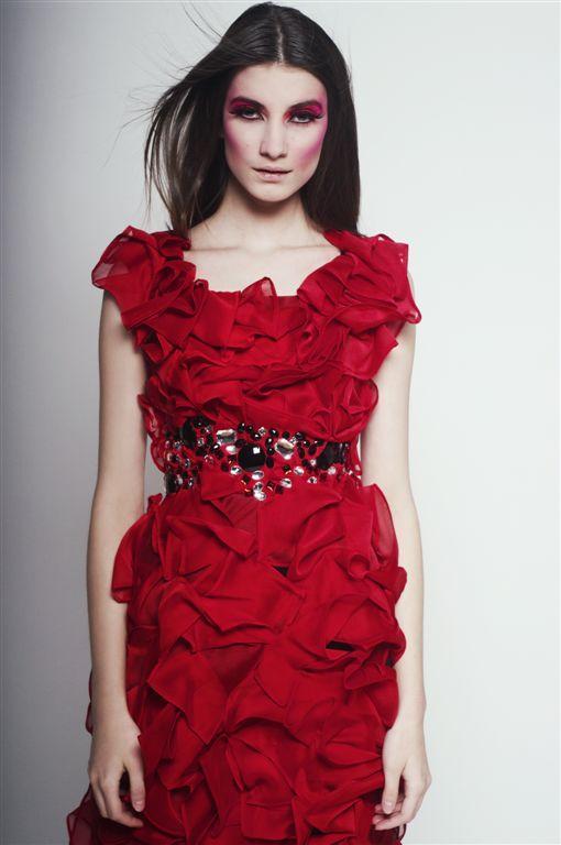 czerwona sukienka Agnieszka Światły - wiosna/lato 2011