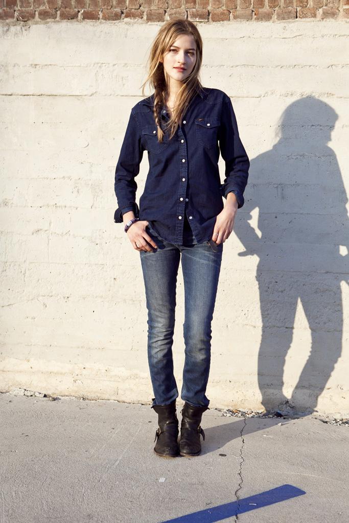niebieskie dżinsy Lee - trendy wiosna-lato