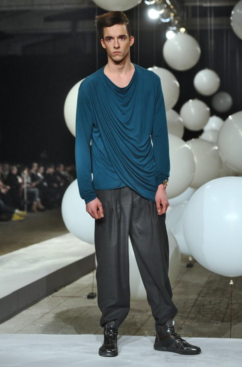 turkusowa bluzka Mariusz Przybylski