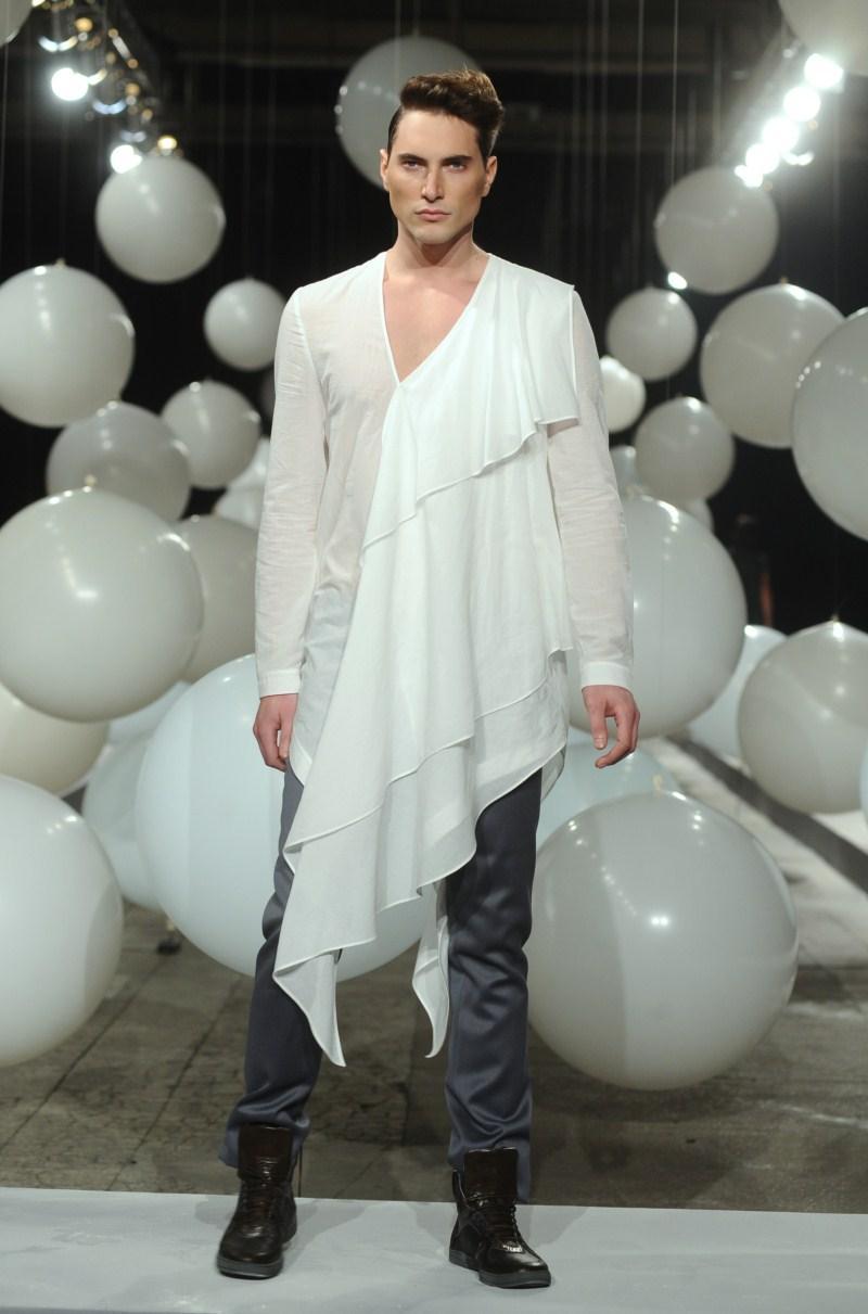 biała bluzka Mariusz Przybylski
