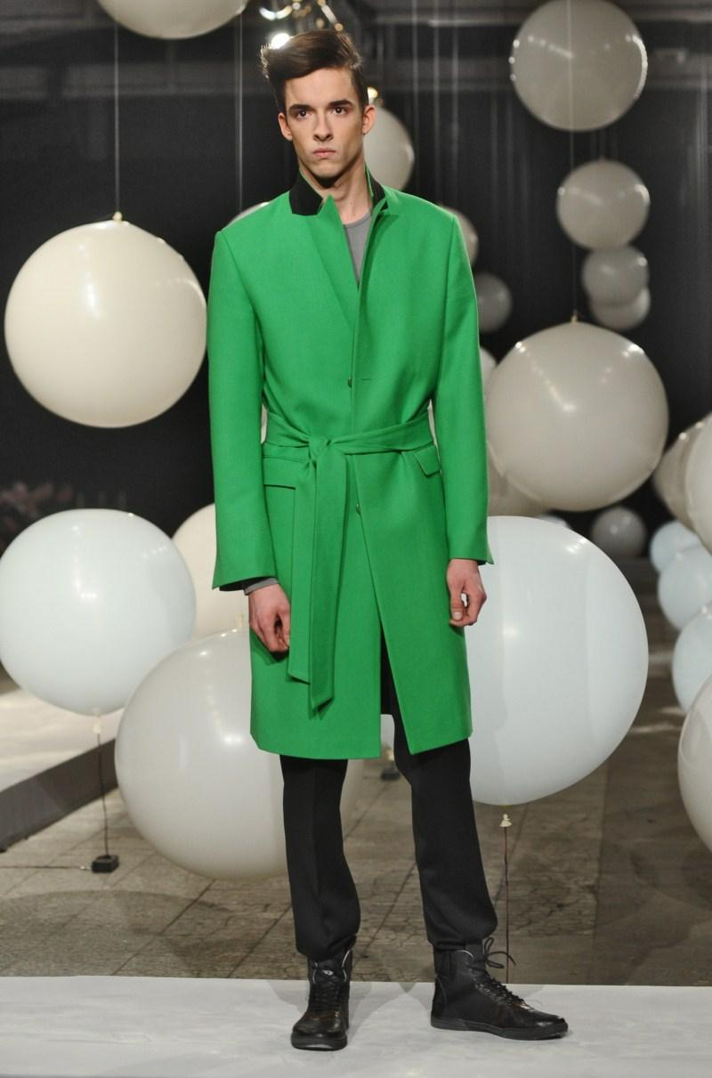 zielony płaszcz Mariusz Przybylski