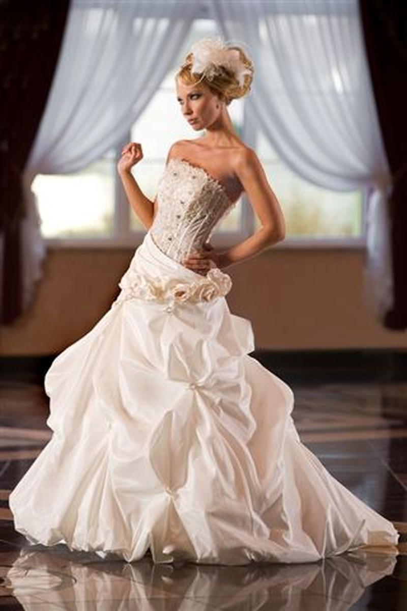 Najnowsza kolekcja mody ślubnej Emmi Mariage - zdjęcie
