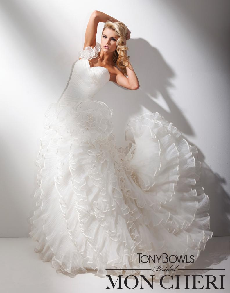 Najnowsza kolekcja sukien ślubnych Tony Bowls Briadal - zdjęcie