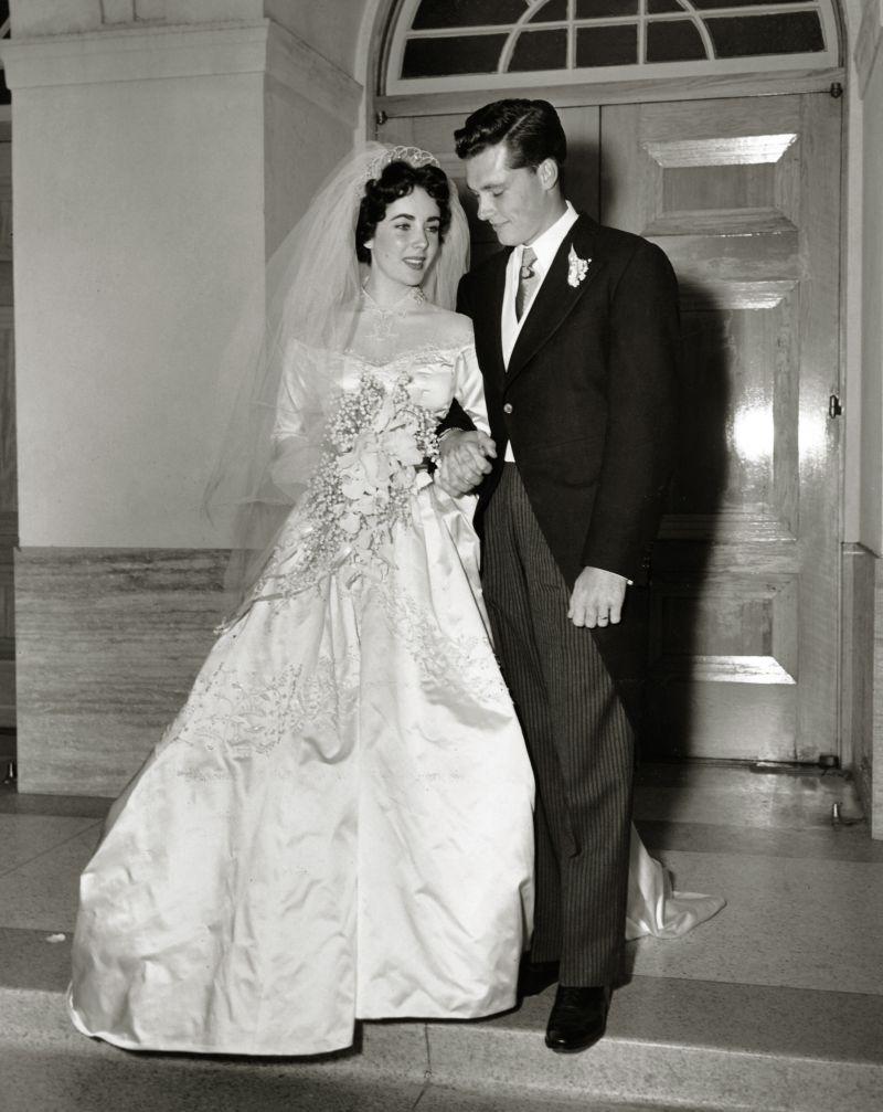 ab1e4aa609 Elizabeth Taylor w sukni Helen Rose - Słynne suknie ślubne - Śluby ...