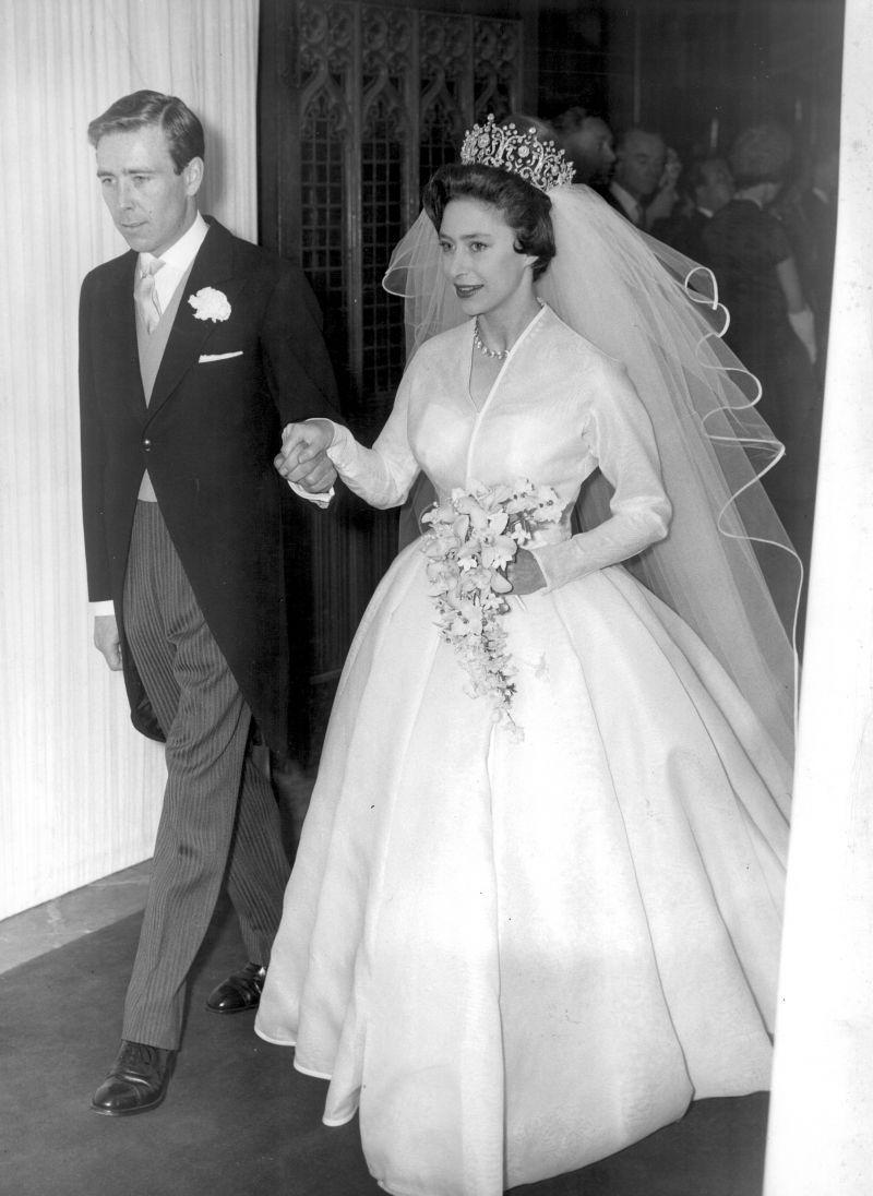 90bad4d933 Księżna Małgorzata w sukni Normana Hartnella - Słynne suknie ślubne ...