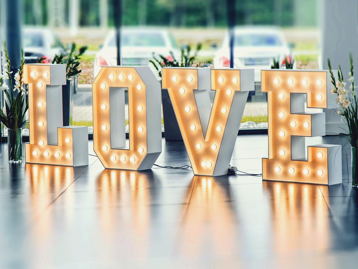 podświetlany napis LOVE