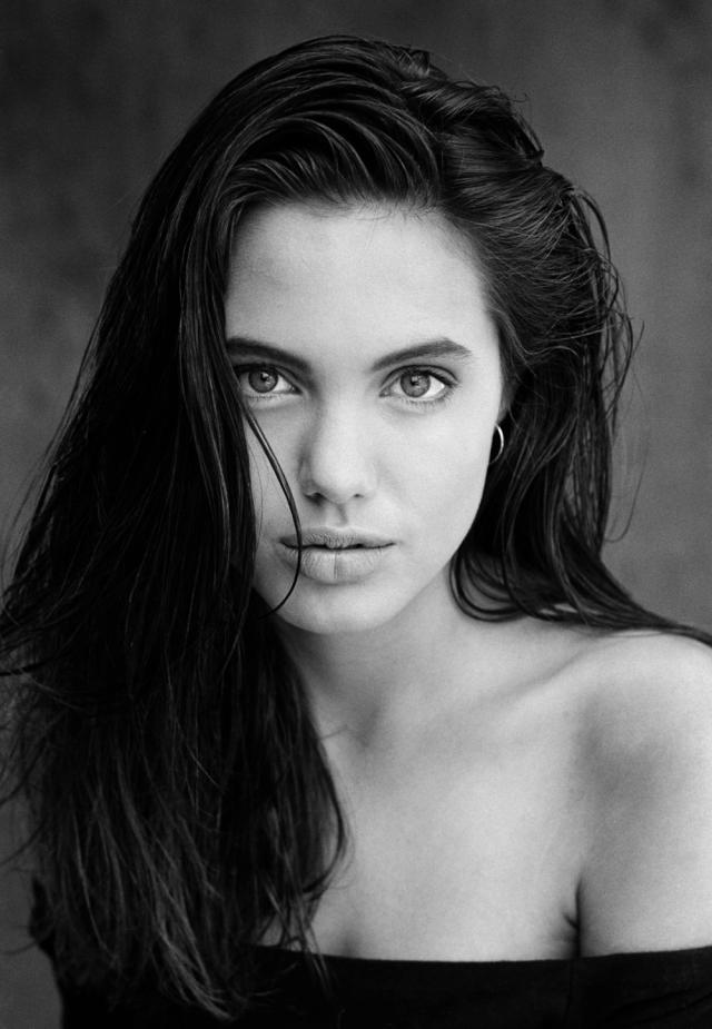 Nastoletnia Angelina Jolie
