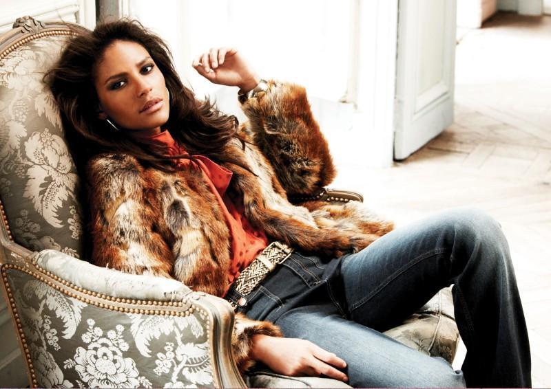 brązowe futro Next - moda zimowa