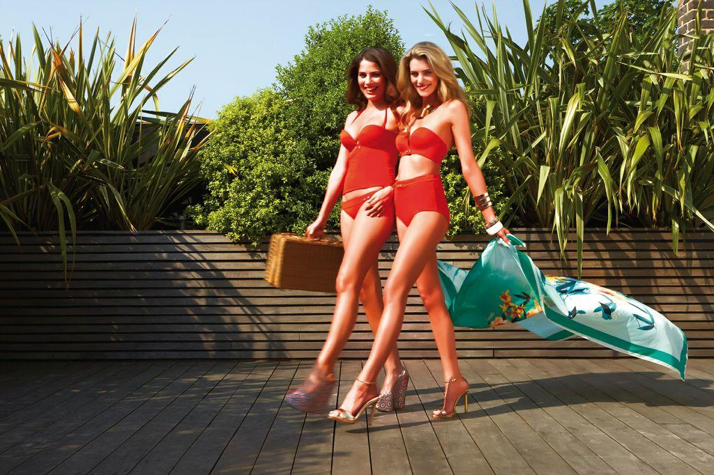 koralowy strój kąpielowy Gossard  - trendy na lato