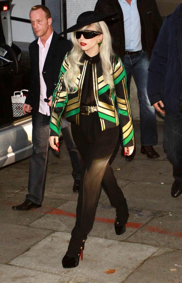6b0a516dd8bee Nowe ciuchy Lady Gagi: Burberry, Gucci, YSL i inne - Trendy sezonu ...