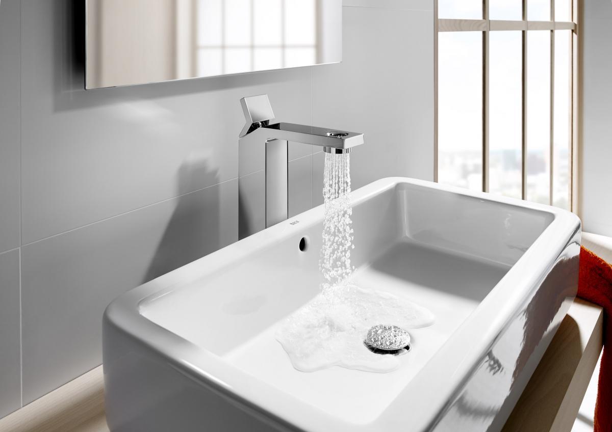 Nowoczesna nablatowa umywalka - łazienka 2013