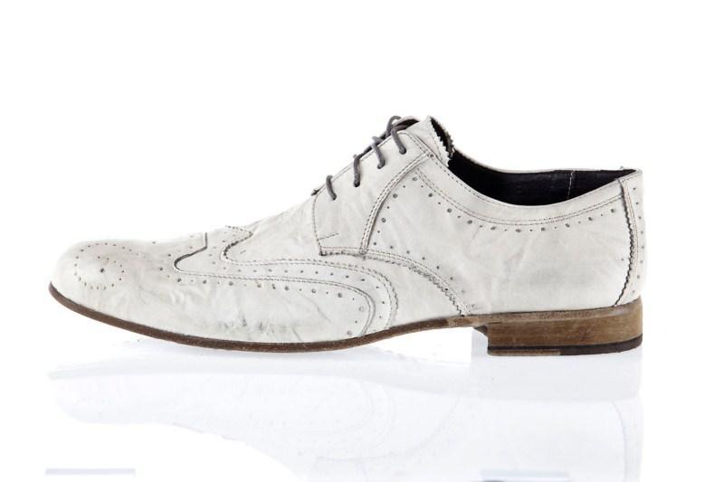 białe półbuty Prima Moda - moda wiosna/lato