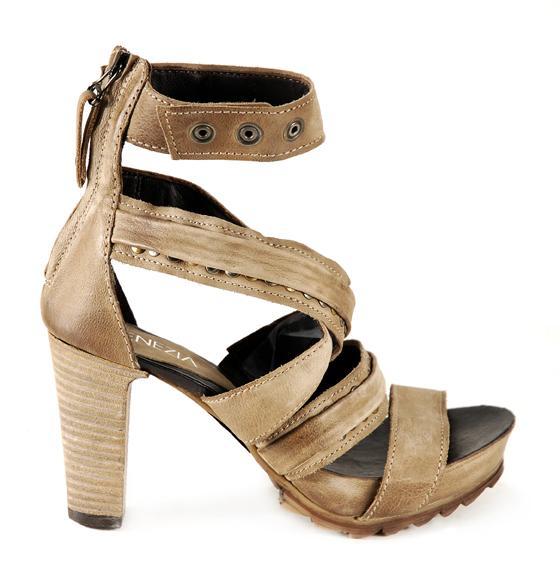 beżowe sandały Venezia - z kolekcji wiosna-lato 2011