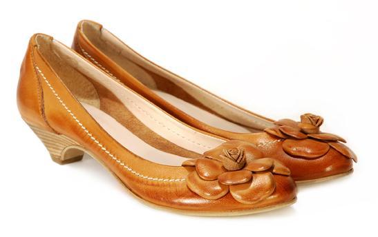brązowe pantofle Venezia z kwiatem - z kolekcji wiosna-lato 2011