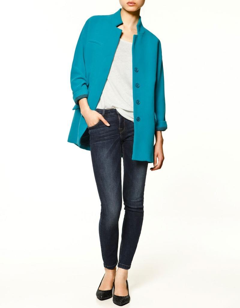 turkusowy płaszcz ZARA - trendy na jesień-zimę