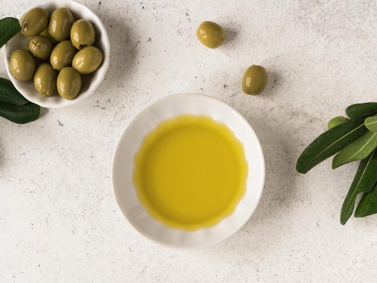 jak stosować oliwę z oliwek na włosy