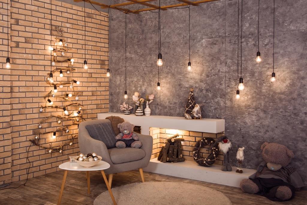 Choinka z lampek na ścianie