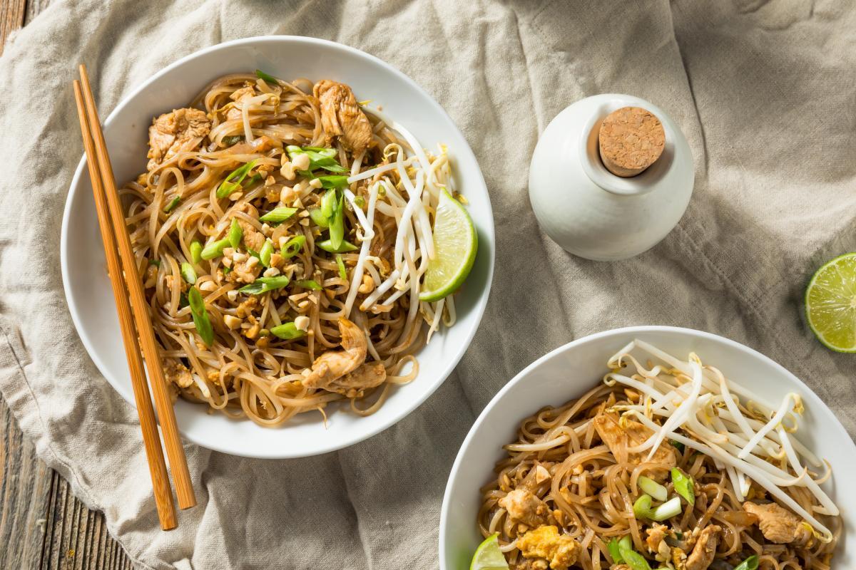 przepis na pad thaia z kurczakiem