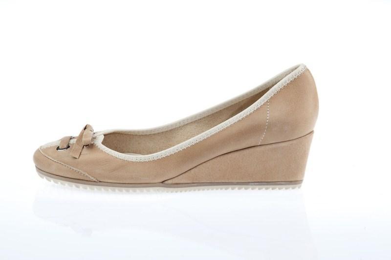 beżowe pantofle Prima Moda na koturnie - wiosna 2011