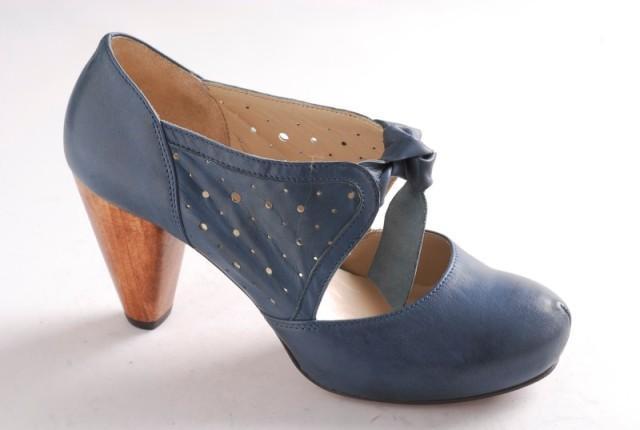 niebieskie pantofle Ryłko - wiosenna kolekcja