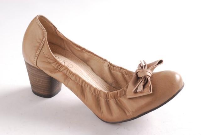 beżowe pantofle Ryłko - moda 2011