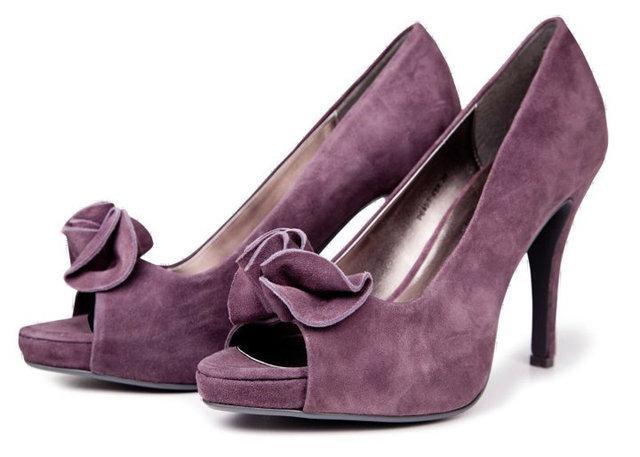fioletowe pantofle Reserved na wysokim obcasie - moda wiosna/lato