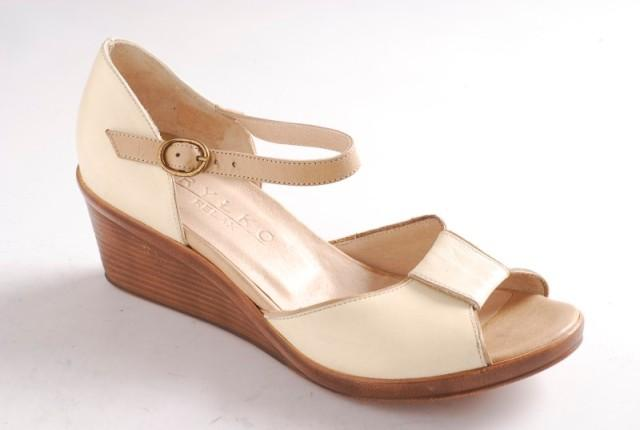 ecru pantofle Ryłko - wiosna/lato 2011