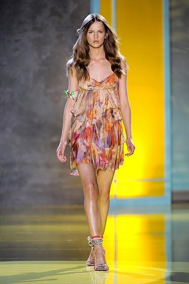 kolorowa sukienka Patrizia Pepe z falbanami - wiosna/lato 2011