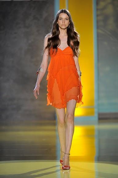 pomarańczowa sukienka Patrizia Pepe - moda wiosna/lato