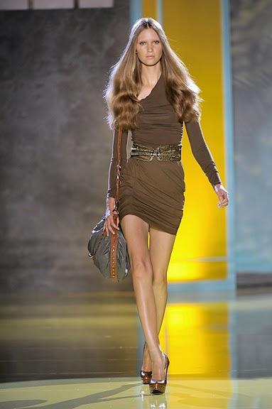 brązowa sukienka Patrizia Pepe z paskiem - wiosna/lato 2011